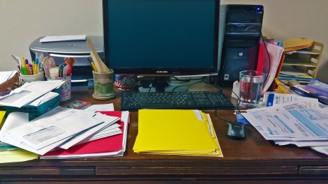messy-desk-no-messages